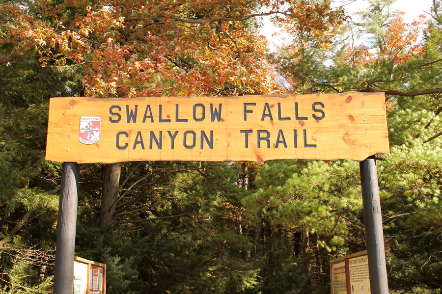 The entrance to the Swallow Falls Canyon Trail.